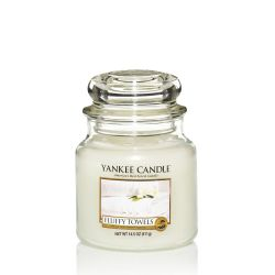 Scented candle Yankee Candle color white   Fluffy Towels Medium Jar online price for sale:  18.68 €