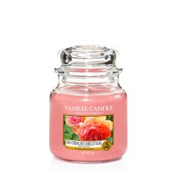 Scented candle Yankee Candle color pink   Sun-Drenched Apricot Rose Medium Jar online price for sale:  24.90 €