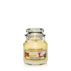 Scented candle Yankee Candle color yellow   Vanilla Cupcake Small Jar online price for sale:  11.90 €