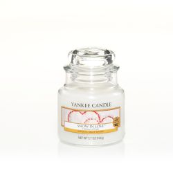 Scented candle Yankee Candle color white   Snow In Love Small Jar online price for sale:  11.90 €